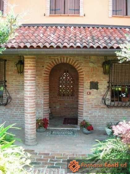 Muratura esterna villa frassinelle for Arco in mattoni a vista