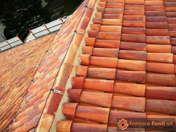 Restauro tetto in coppi a mano del forte di L'aquila
