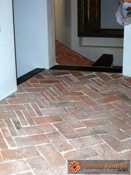 Pavimento interno in mattoni a mano