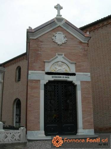 Cappella cimiteriale in mattoni a mano