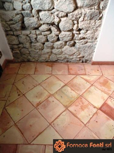 tavella quadra gialla rosata
