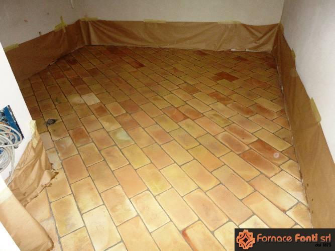 pianella gialla per pavimento in cotto
