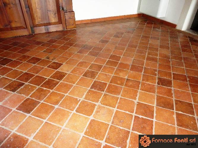 Pavimento in cotto antico rosso/rosato