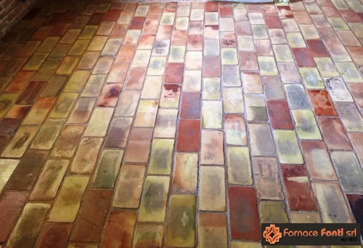 mattoni e tavelle stonalizzati per effetto vecchio