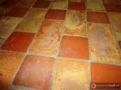 pavimento in cotto rosso e giallo36