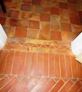 pavimento in cotto rosso e giallo54